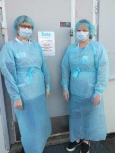 Sairaanhoitajia suojavarusteissa