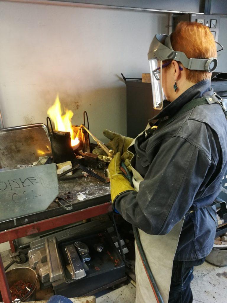 Selina Selinillä on myös metalliartesaanin koulutus.